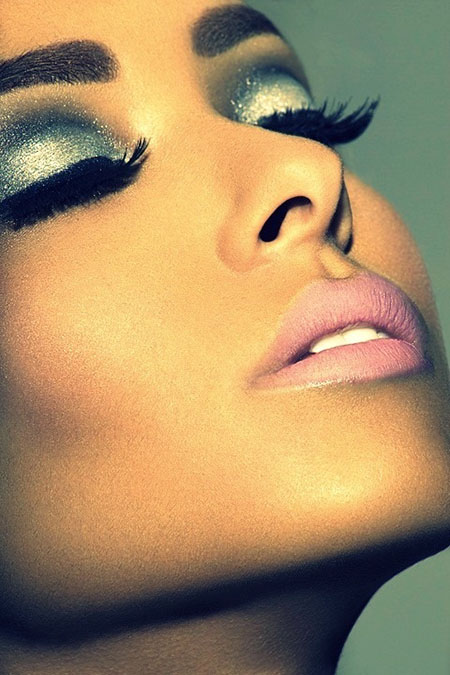 Cool Metallic Makeup Looks that Suit Everyone