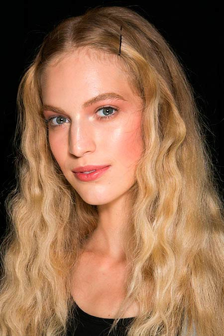 Beauty Guide to Naturally Wavy Hair