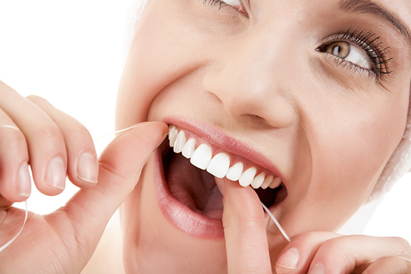 5 Natural Teeth Whiteners to Try at Home