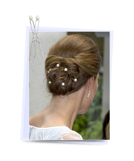 10 Stylish Hairstyles With Bobby Pins