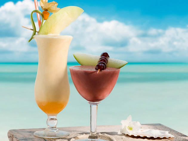 Refreshing summer cocktails by the beach
