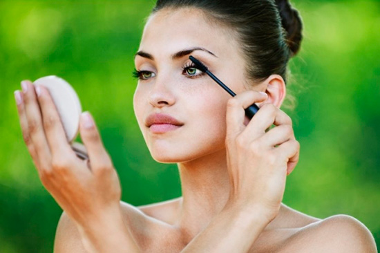 10-Minute Beauty Tips for On-the-Go Girls