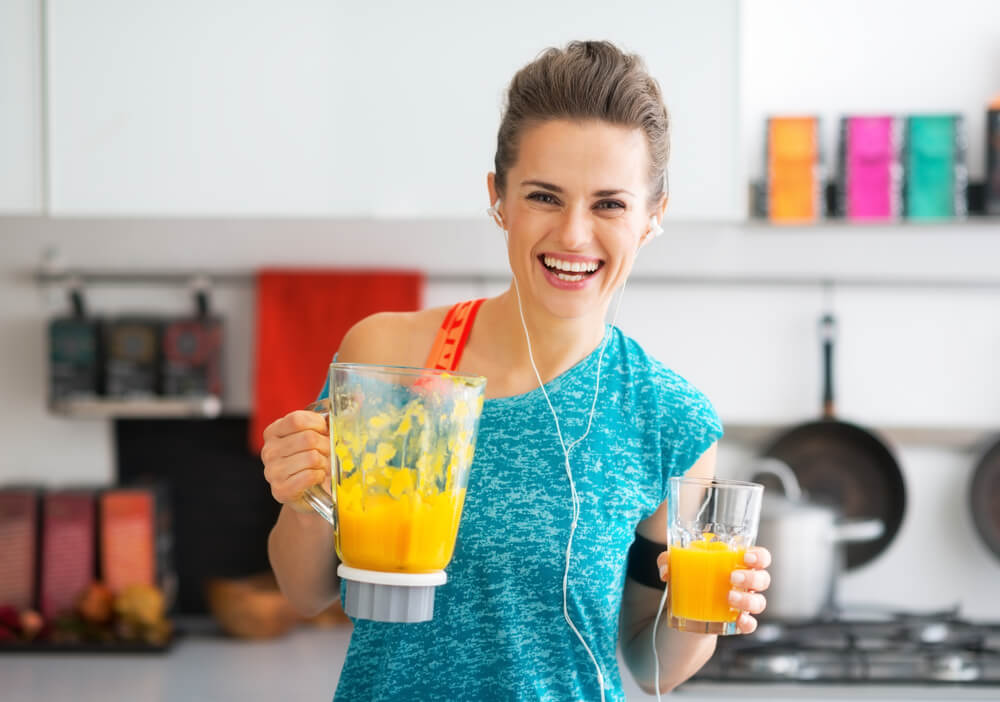 woman making pumpkin shake