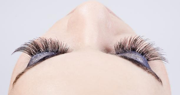 Easy Natural Ways of Making Your Eyelashes Grow