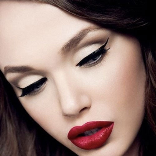 Model wit deep red lipstick