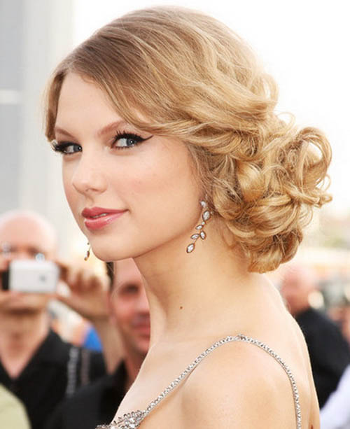 Taylor Swift with curly updo