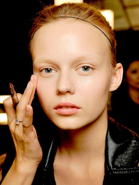 Model with bleached eyebrows and pale makeup