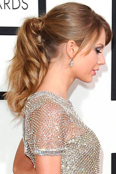 Taylor Swift with mid-length ponytail
