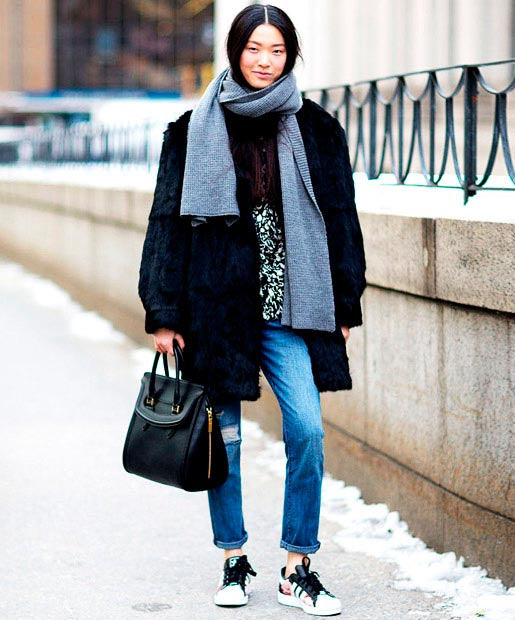 Wearing Sneakers To Make Street Style Chicer