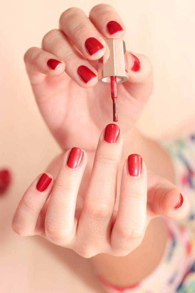 How to Keep Nails Strong and Chip-Free