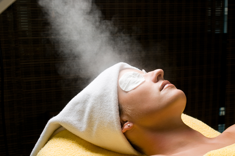Facial steaming in spa