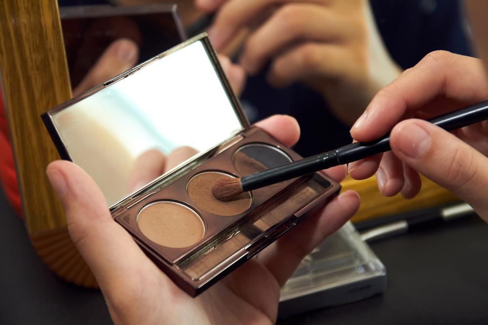 Eye concealer product