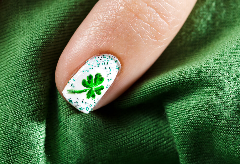 four leaved clover nail art
