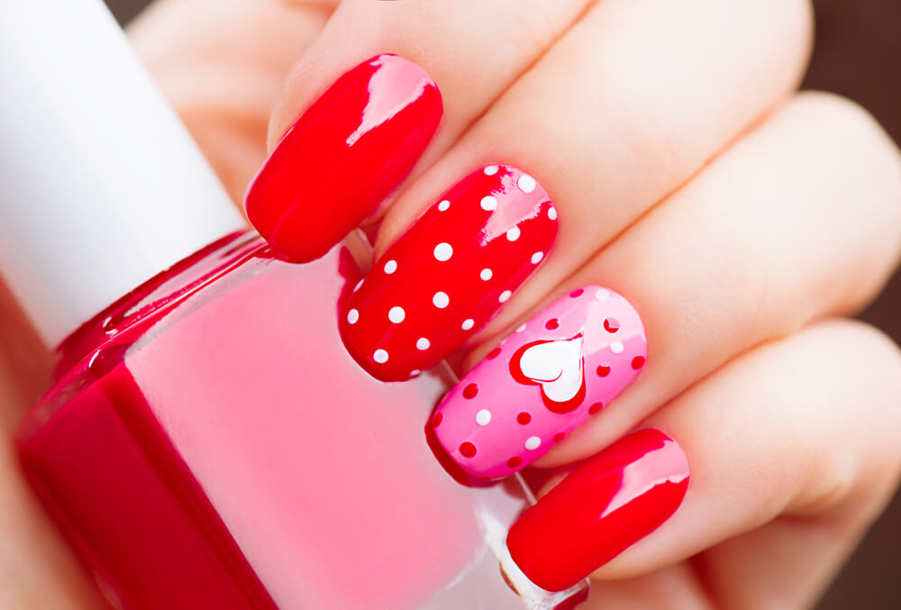nail art with polka dots