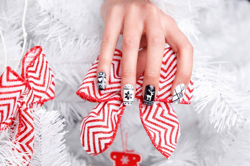 tiny reindeer nail art