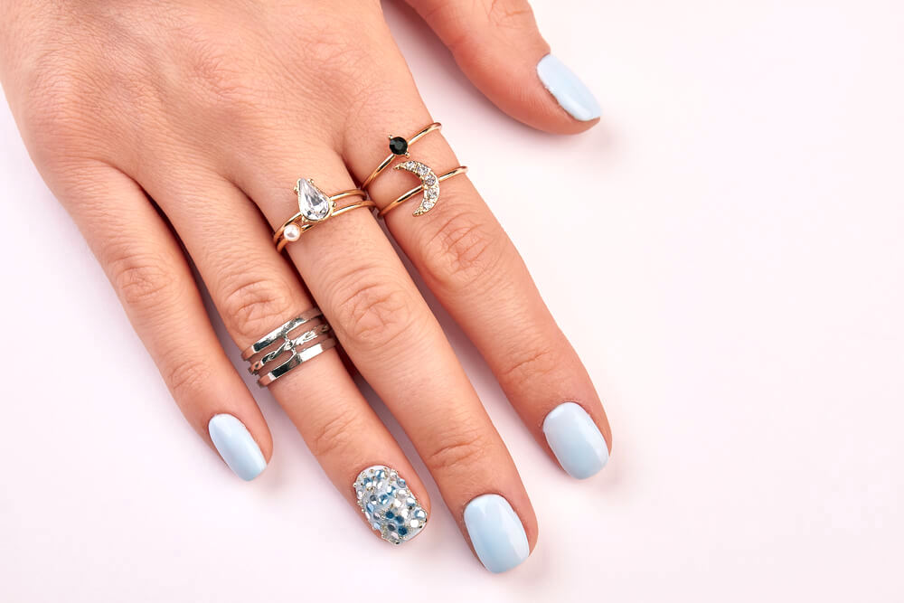 eye catching ring fingernail