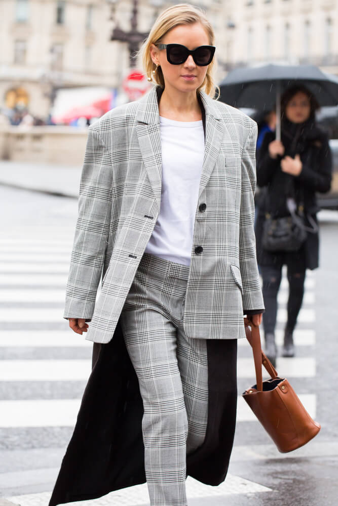 PARIS-MARCH 6, 2017. Street style fashion during Paris fashion week. Ready to wear FW 17-18.