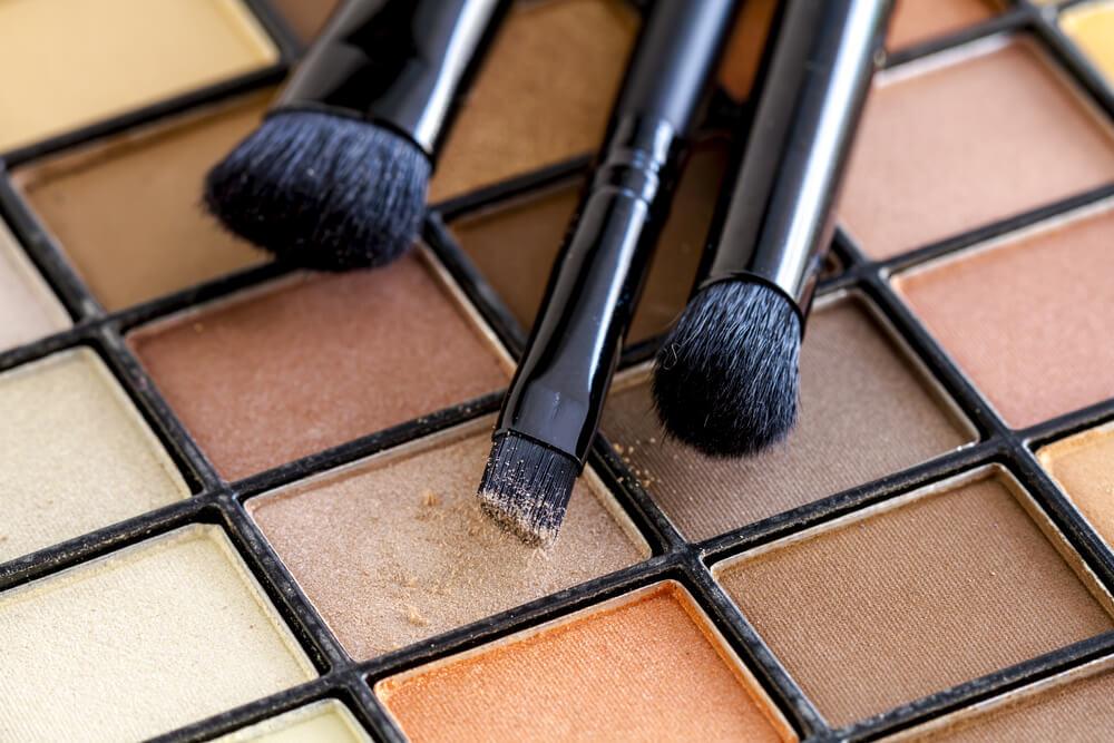 Eyeshadow and brushes